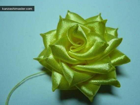 Розы канзаши из лент своими руками фото